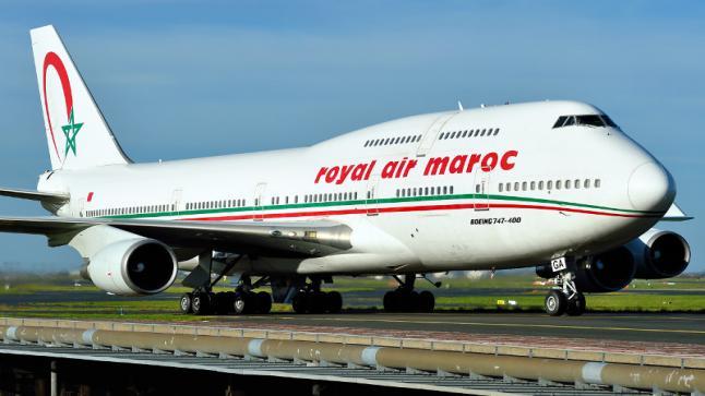 """صحيفة فرنسية تتحدث عن """"هدف الجزائر"""" من إغلاق أجوائها أمام المغرب"""