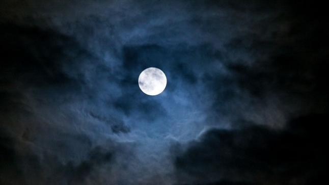 شاهدوا.. علماء يرصدون ولادة قمر جديد لأول مرة في التاريخ