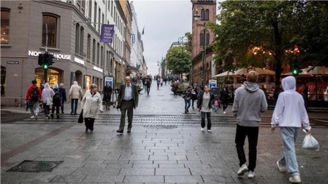 بلد أوروبي يعلن عودته إلى الحياة الطبيعية بعد إلغاء جل القيود التي فرضها فيروس كورونا
