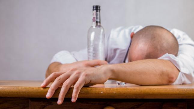 الناظور.. الكحول الطبية تنهي حياة شخص بمنزله