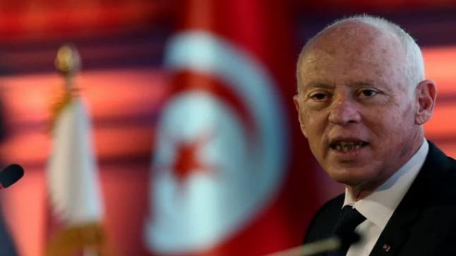 الرئيس التونسي قيس سعيد يقيل رئيس الحكومة ويجمد اختصاصات البرلمان